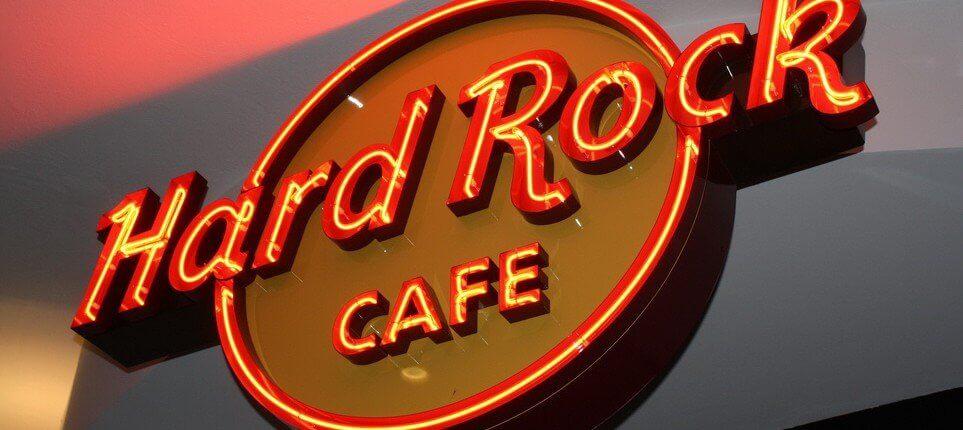Hard Rock Cafe Lichtwerbung Hamburg Schreib+Keppler, Lüneburg, Lichtwerbeanalagen, Lichtreklame, Leuchtreklame Außenwerbung Profilbuchstaben