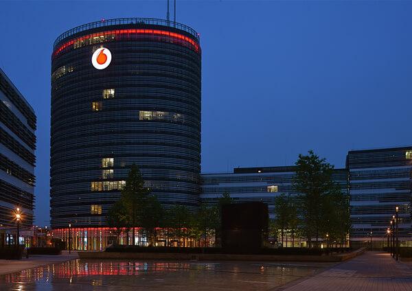 Nachtwirkung Lichtwerbung Schreib+Keppler, Düsseldorf, Lichtwerbeanlagen, Lichtreklame, Digital Signage Headquarter