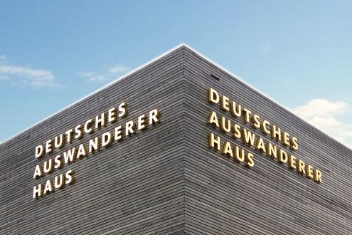 Bremerhaven Aluminiumbuchstaben Buchstabenprofile Fassadenbeschriftung Schreib+Keppler Lichtwerbung Hamburg Deutschland