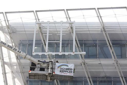 Montage Lichtwerbung Schreib+Keppler, Hamburg, Lichtwerbeanlagen, Lichtreklame, Digital Signage Headquarter Unilever