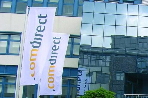 Comdirect Lichtwerbung Hamburg Schreib+Keppler, Fanen Banner Außenwerbung