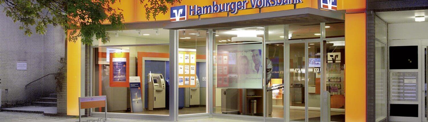 Schreib+Keppler inszeniert Ihren Markenauftritt mit Lichtwerbung, Schildern, Digital Signage, Werbetürmen - Beispiel Hamburger Volksbank Eppendorf