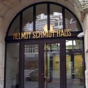 Schreib+Keppler inszeniert Ihren Markenauftritt mit Lichtwerbung, Schildern, Digital Signage, Werbetürmen - Beispiel Goldbuchstaben für das Helmut Schmidt Haus
