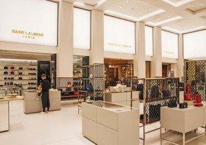 Hell, edel und einladend präsentieren sich die Verkaufsnischen der Luxury Hall