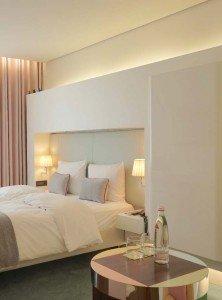 Zimmer und Suiten des SIDE haben durch die Modernisierung an Wärme und Gemütlichkeit gewonnen.
